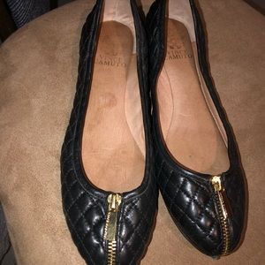 Vince Camuto Quilted Black leather flats with zip